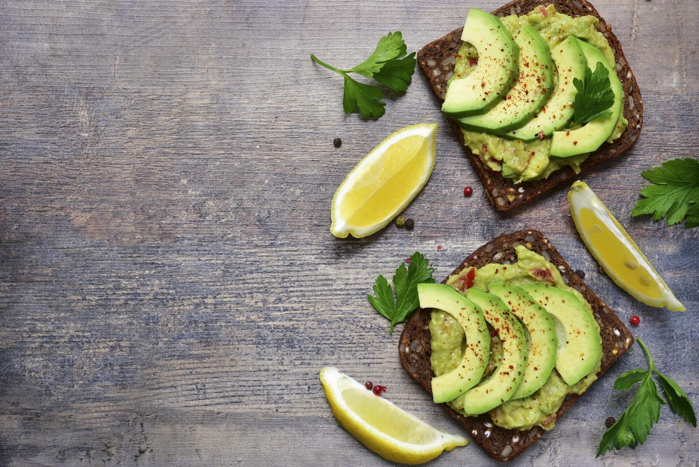 OMG: je moet nu stoppen met het eten van avocado en dít is de reden