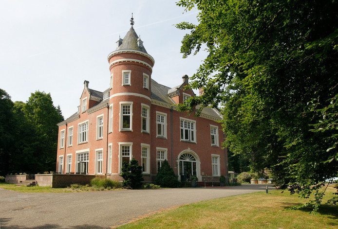 Kasteel in Beekbergen verandert in Zweinstein