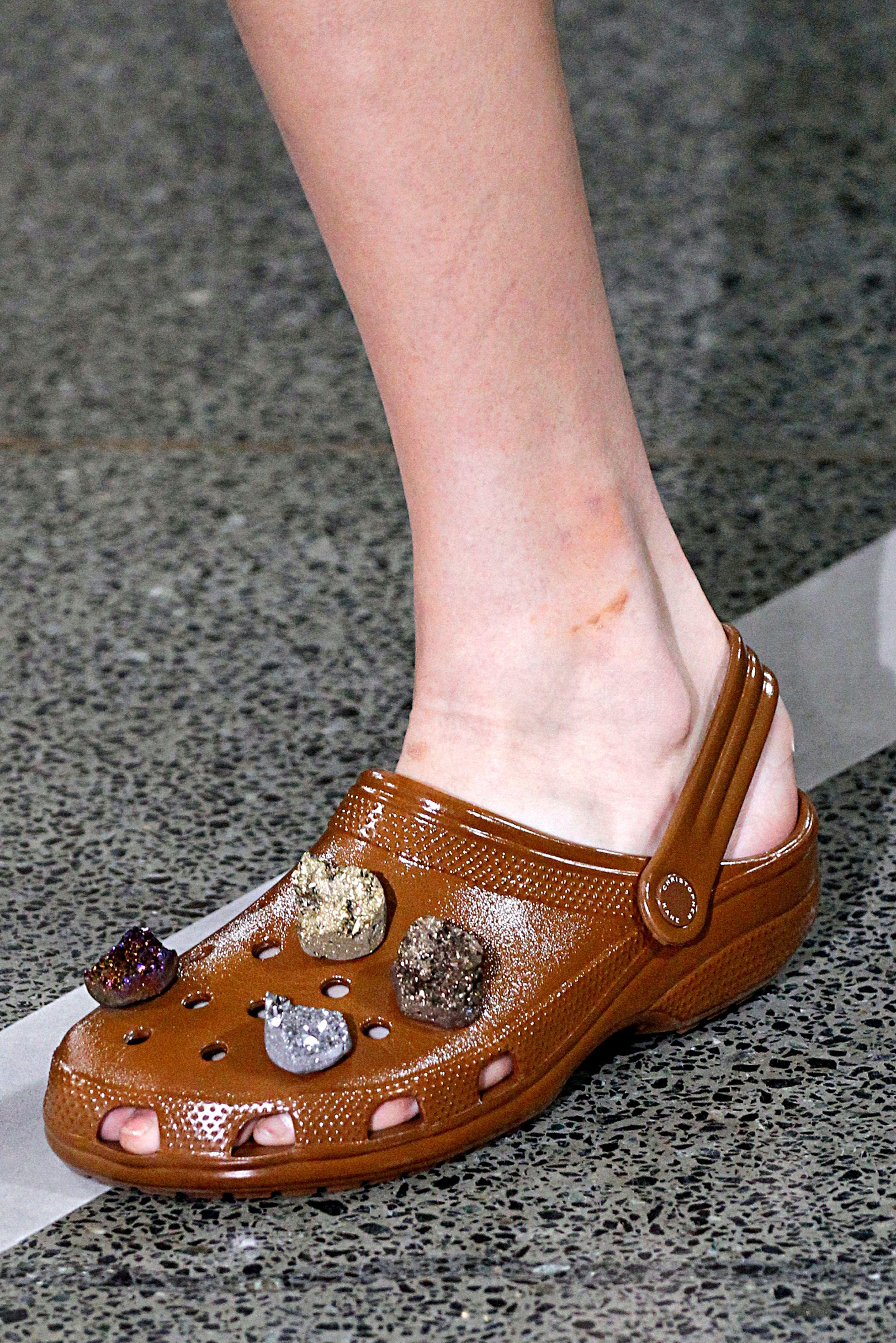Wow! Maakt deze ontwerper Crocs hip?