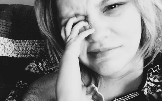 Doodeerlijke Facebookpost van pas bevallen moeder gaat viraal