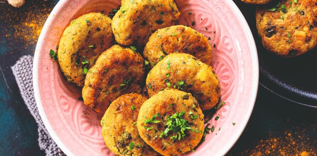 Recept uit de Indiase keuken: zo maak je krokante aardappelkoekjes