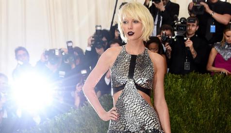 ZIEN: Dít is de dubbelganger van Taylor Swift