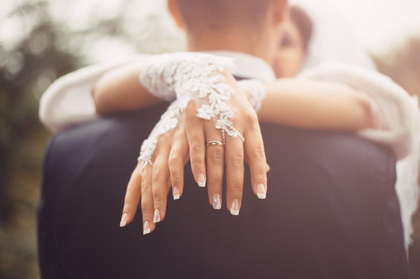 Deze kleur nagellak kun je volgens een expert beter links laten liggen als bruid