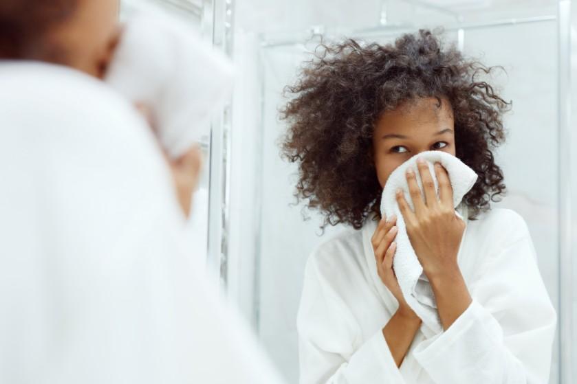 Waarom je hotelhanddoeken niet vaker dan één keer moet gebruiken