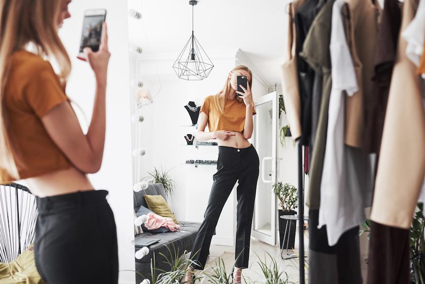 Opgebiecht: 'Ik had nooit naakt moeten poseren'