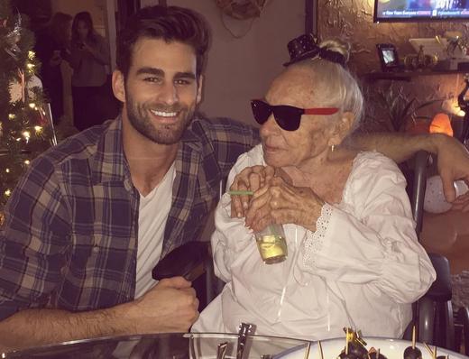 Bijzonder: Jongen en 89-jarige buurvrouw zijn beste vrienden