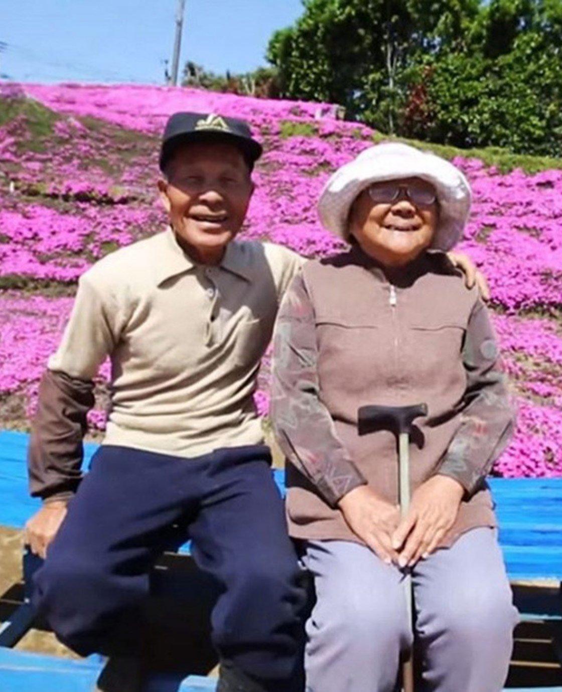 Deze man plantte twee jaar lang duizenden bloemen voor zijn blinde vrouw