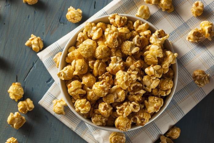 Zó belanden ongepofte maiskorrels niet in jouw schaal met popcorn