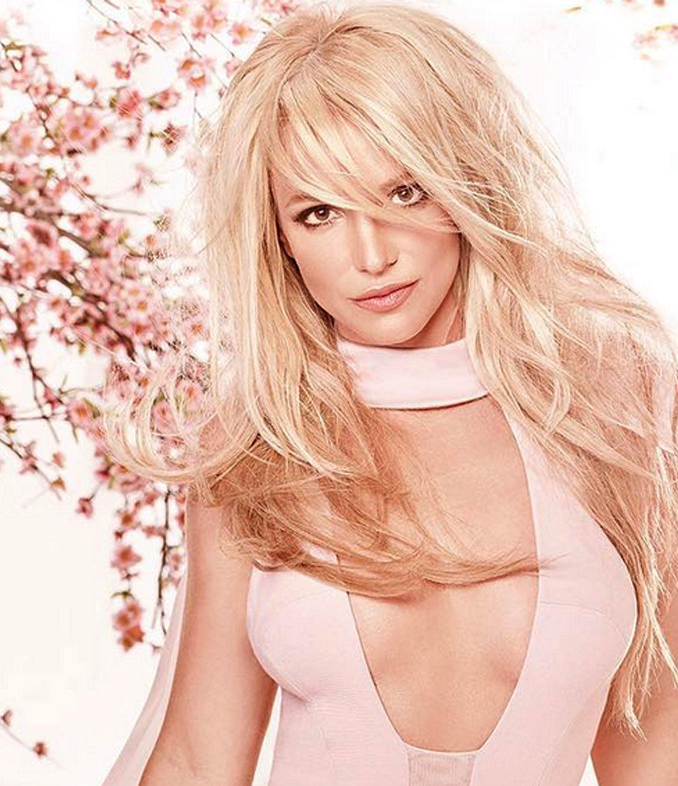 Zien: Oeps! Britney Spears geeft zich letterlijk bloot op het podium