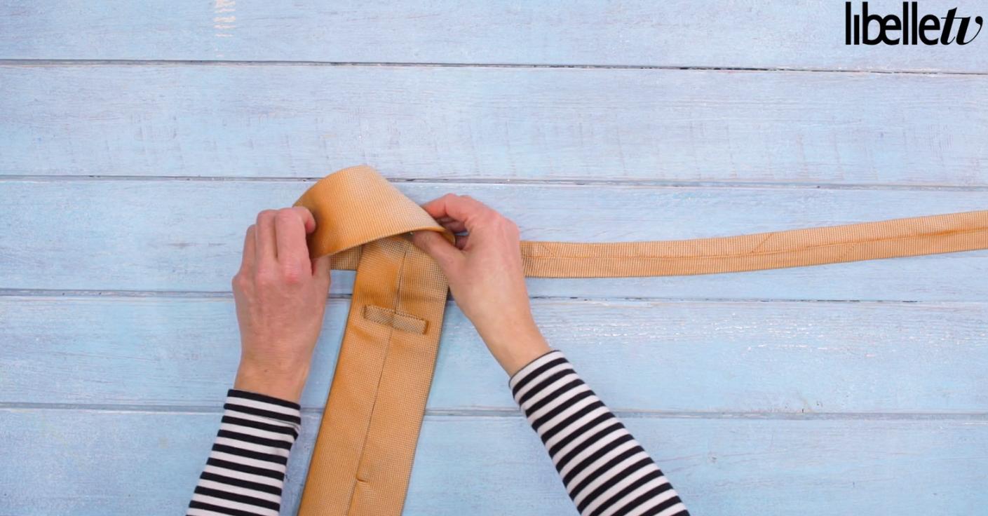 Life hack: Zó strik je snel de stropdas van je lief!