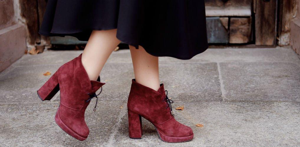 Dit zou de hack zijn om suède schoenen weer makkelijk schoon te krijgen