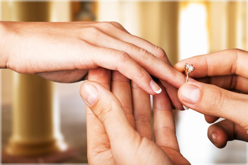 Huwelijksaanzoek tijdens de feestdagen? Met deze kerstballen kom je origineel uit de hoek