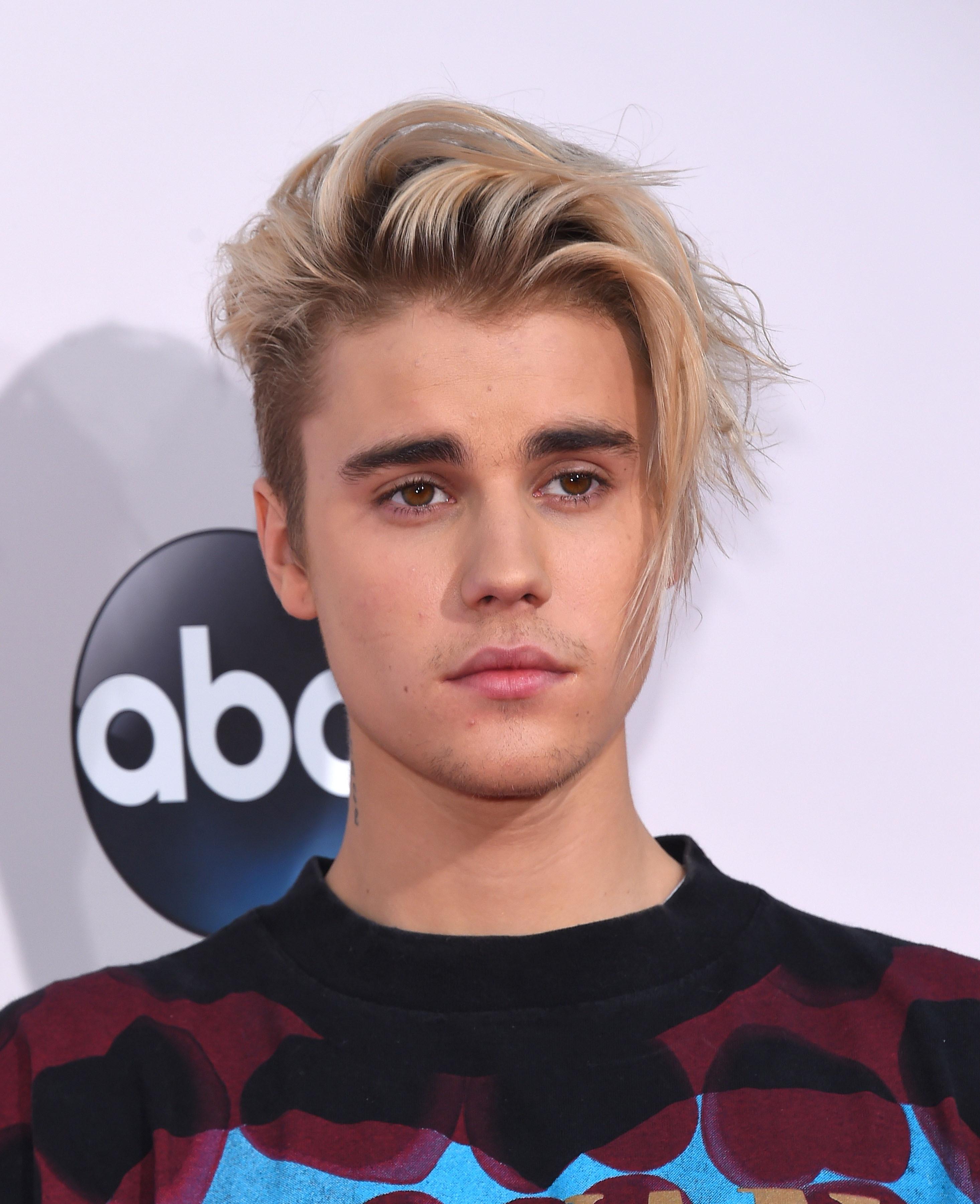 Woe-hoe! Ook Justin Bieber naakt gespot op vakantie!