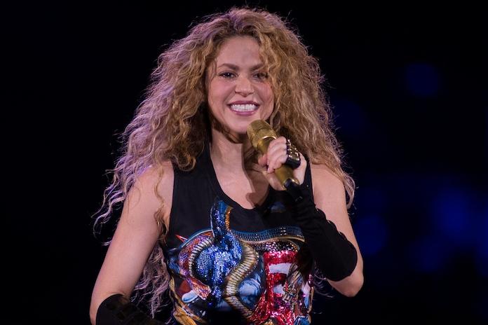 Video: Shakira en kinderen melken geitjes in Amsterdamse Bos