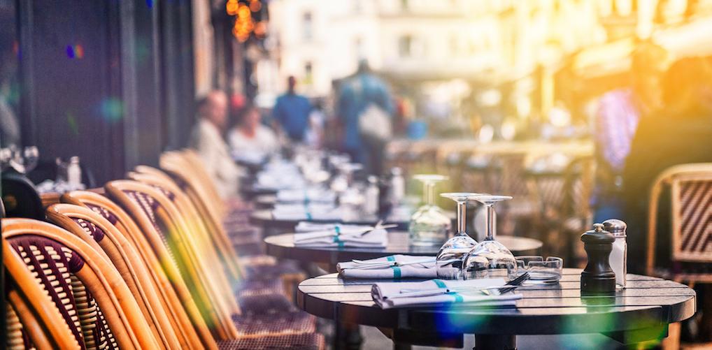 Driemaal raden: zo veel geld geven Nederlanders gemiddeld uit op een zonnig terras