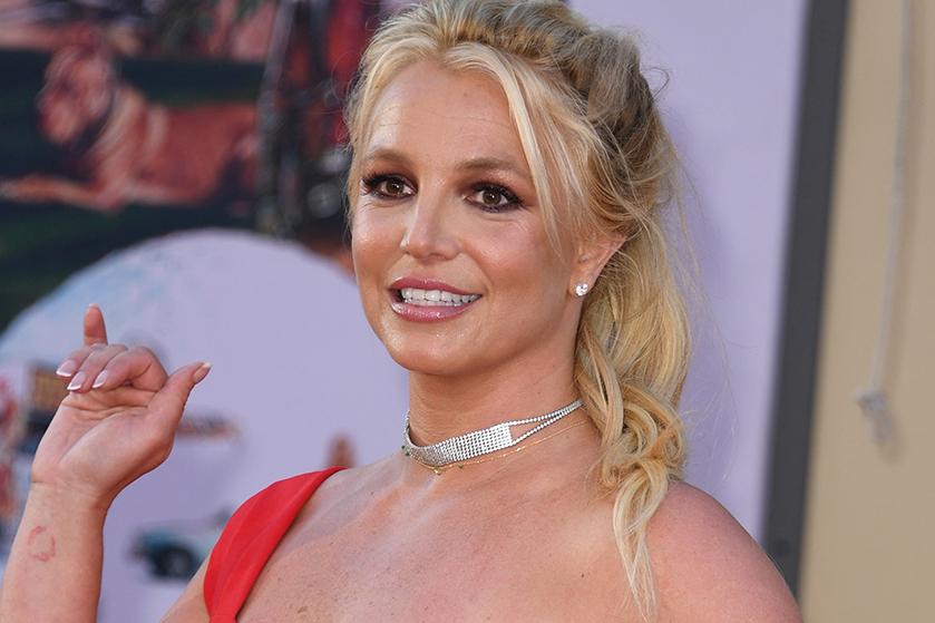Fans zijn bezorgd: Britney Spears deelt video's met ontbloot bovenlijf