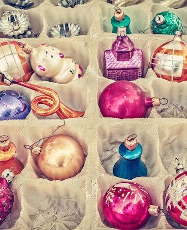 Kerstspullen netjes de kast in