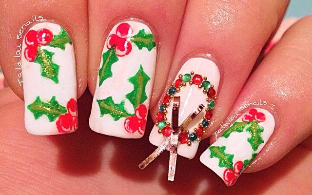Deze manicures geïnspireerd op kerstkransen brengen ons helemaal in feeststemming