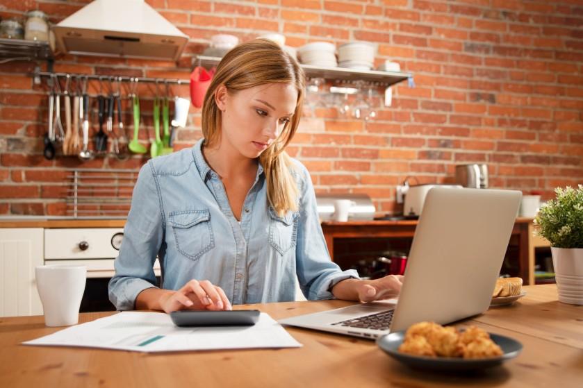 Huishoudboekje van Caroline (26): 'Onze spaarrekening gaat flink slinken de komende jaren'