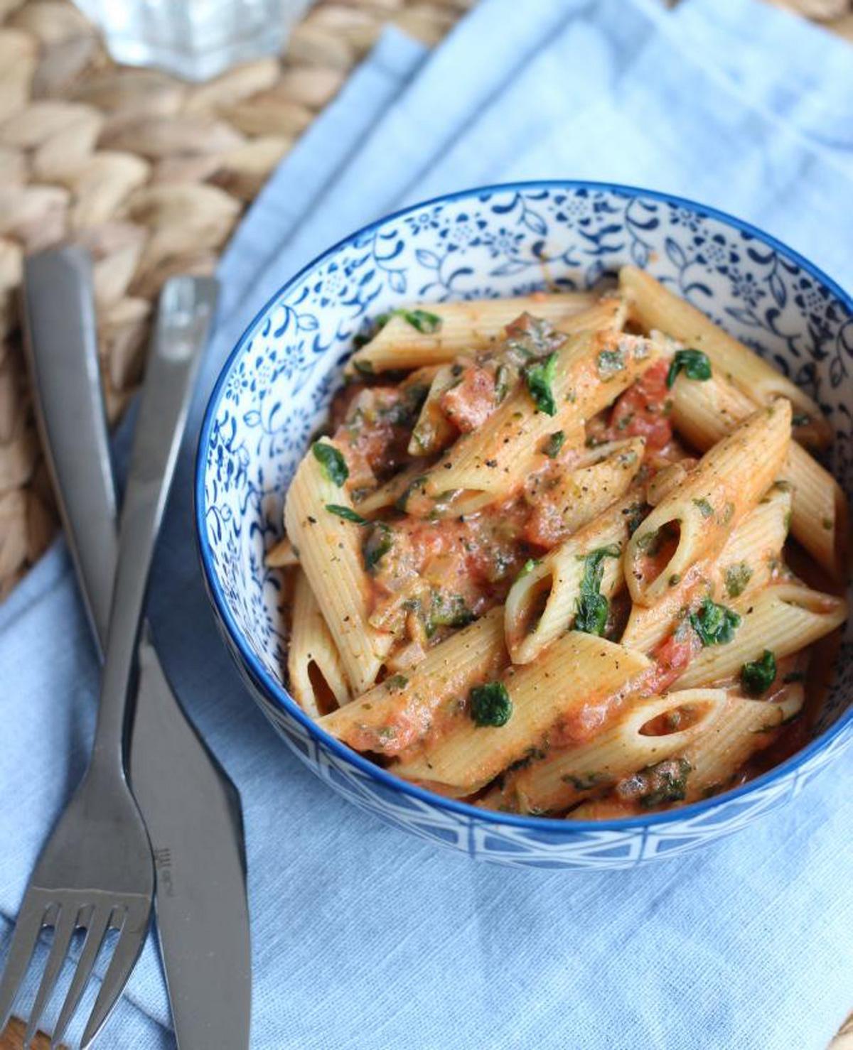 Snel pastarecept met tomaat en spinazie