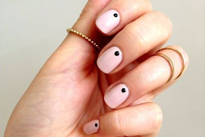 Less is more: 11 x minimalistische nail art
