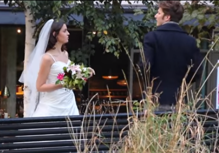 Deze vrouw droeg een trouwjurk naar haar Tinderdates en dit is wat er gebeurde