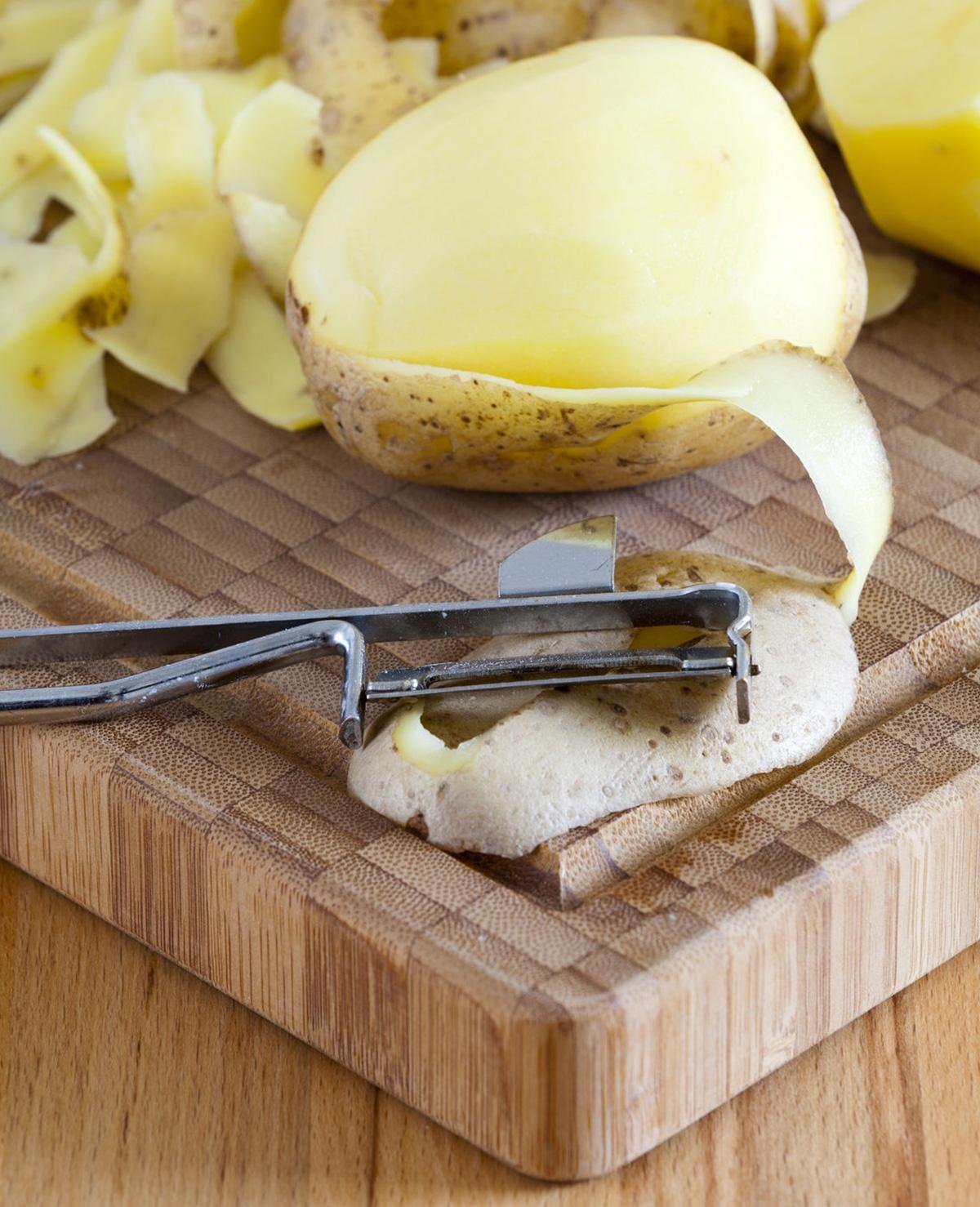 Bespaar tijd met het schillen van de aardappels (trucje!)