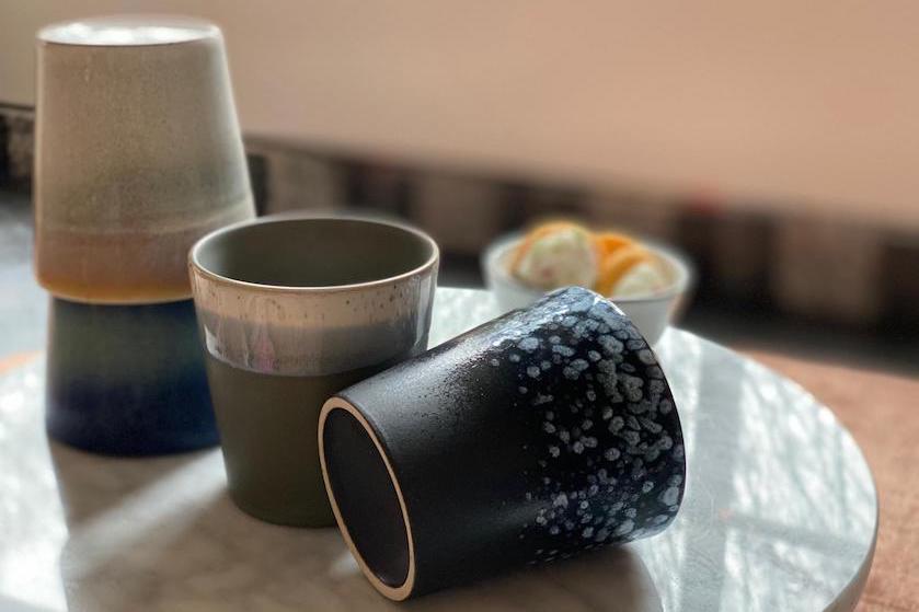 Bij déze budgetwinkel vind je lookalikes van die hippe HKliving-koffiekopjes (en nog in de aanbieding ook)