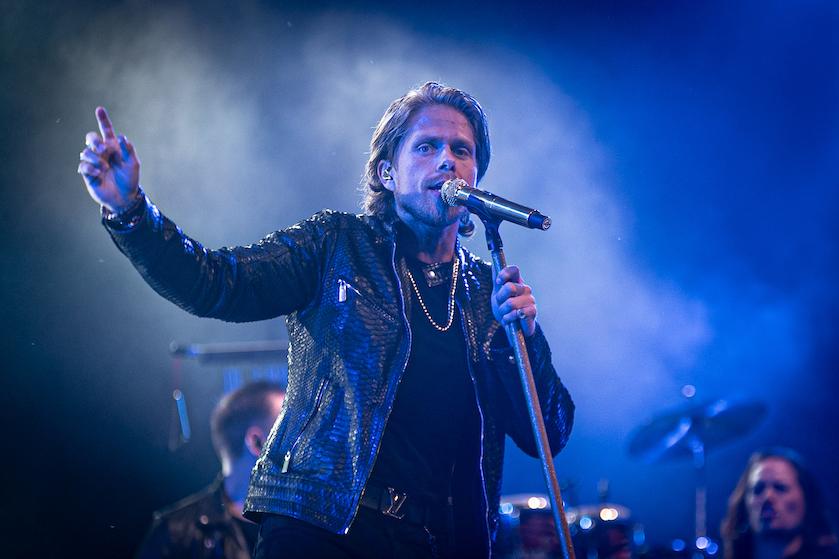 Pijnlijke beelden op dag dat 'lockdown' aangekondigd wordt: André schokt met té druk en 'gezellig' concert