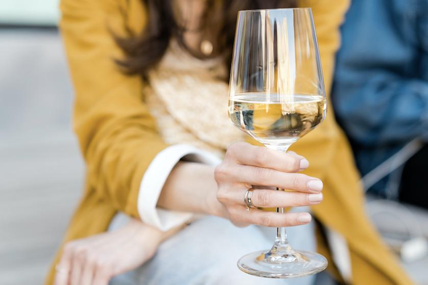 Waarom je wijn áltijd uit een wijnglas zou moeten drinken
