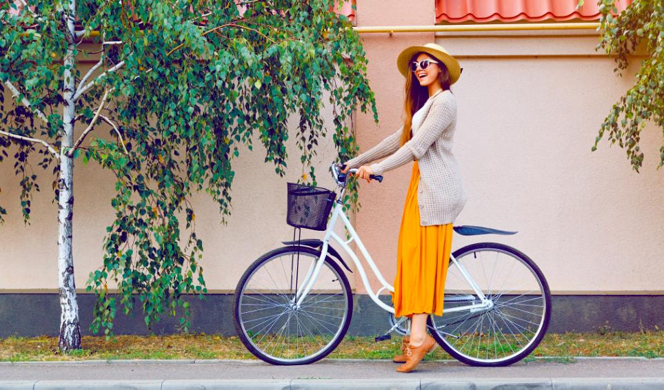 Zo fiets je een stuk makkelijker met een lange rok of jurk