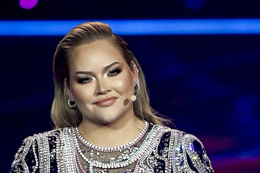 Ook 2e outfit van Songfestival-hosts adembenemend: Chantal á la Máxima en Nikkie schittert voor transgenders