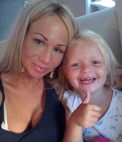 Barbie viert verjaardag dochter met emotioneel bericht