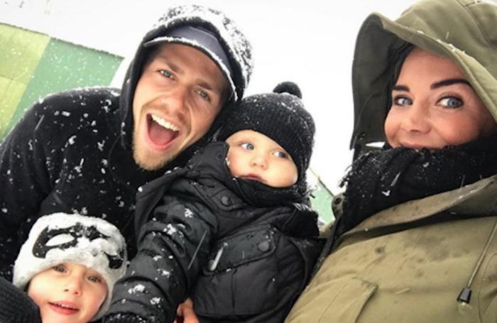 Sleeën en sneeuwpoppen: zo genieten BN'ers van de sneeuw