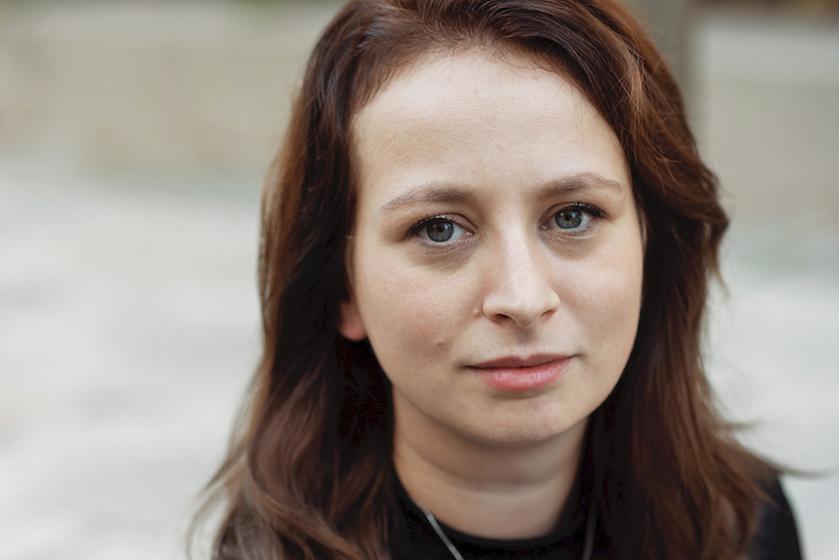 Bodil (28) brak haar nek tijdens het bungeejumpen op een festival: 'Ineens was er een harde ruk en voelde ik een knak in mijn nek'