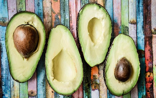 Zo maak je een te harde avocado in 10 minuten rijp