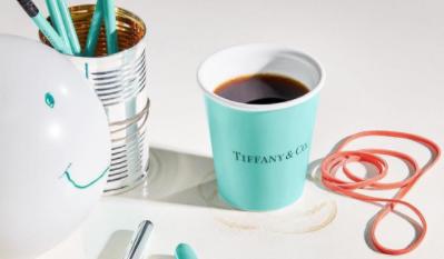 Hey big spender: 80 euro voor 'papieren' koffiekopjes
