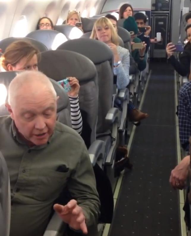Vliegtuigpassagiers krijgen verrassing vanwege vertraging