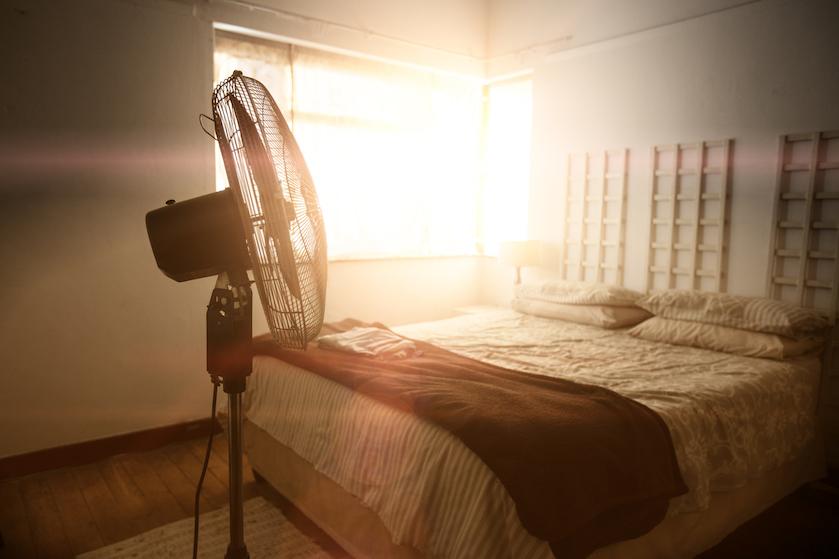 Waarom slapen met een ventilator aan helemaal niet zo'n goed idee is