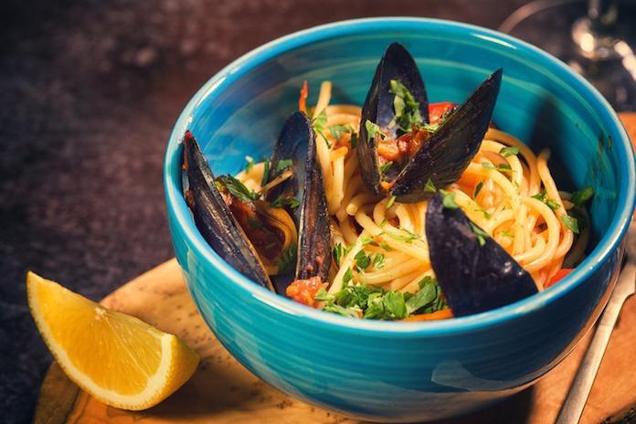 Heerlijk seizoensrecept: pasta met mosselen en spek