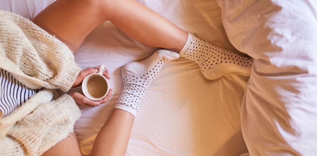 Oh no: dit is waarom je nooit in je dagelijkse kleding op bed moet gaan zitten