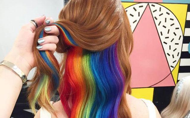 Door hidden rainbow hair zie je eruit als een echte Snapchatfilter