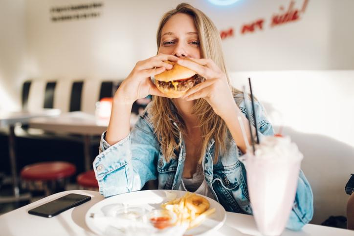 Hoe komt het dat je de hele dag honger hebt na het drinken van alcohol?