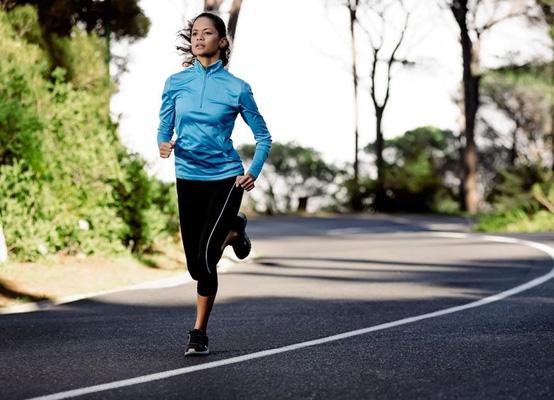 Steken in je zij tijdens het hardlopen? Zo komt het (en zo kom je er af)