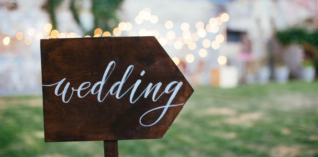 Erotisch verhaal: 'Glunderend, maar ook ondeugend keek de bruidegom me aan'