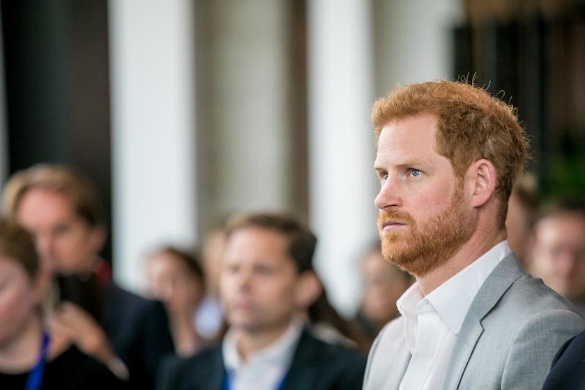 Prins Harry dreigt met rechtszaak tegen Britse media wegens heftige roddels over dochtertje