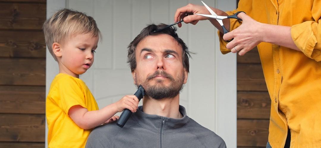 Corona coupe? Zó knip je het haar van je partner (met tips van een kapster)
