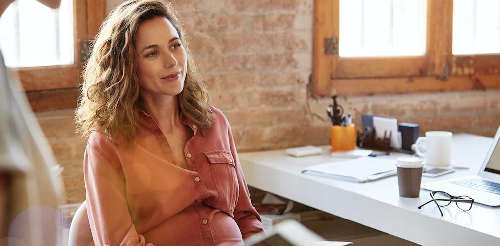 Op werk vertellen dat je zwanger bent? Dit zijn de officiële regels