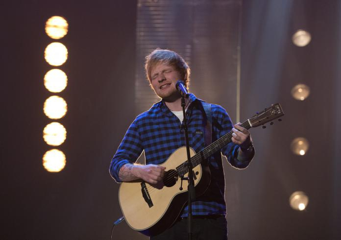 HOERA! Ed Sheeran trakteert fans op nieuw nummer voor zijn verjaardag