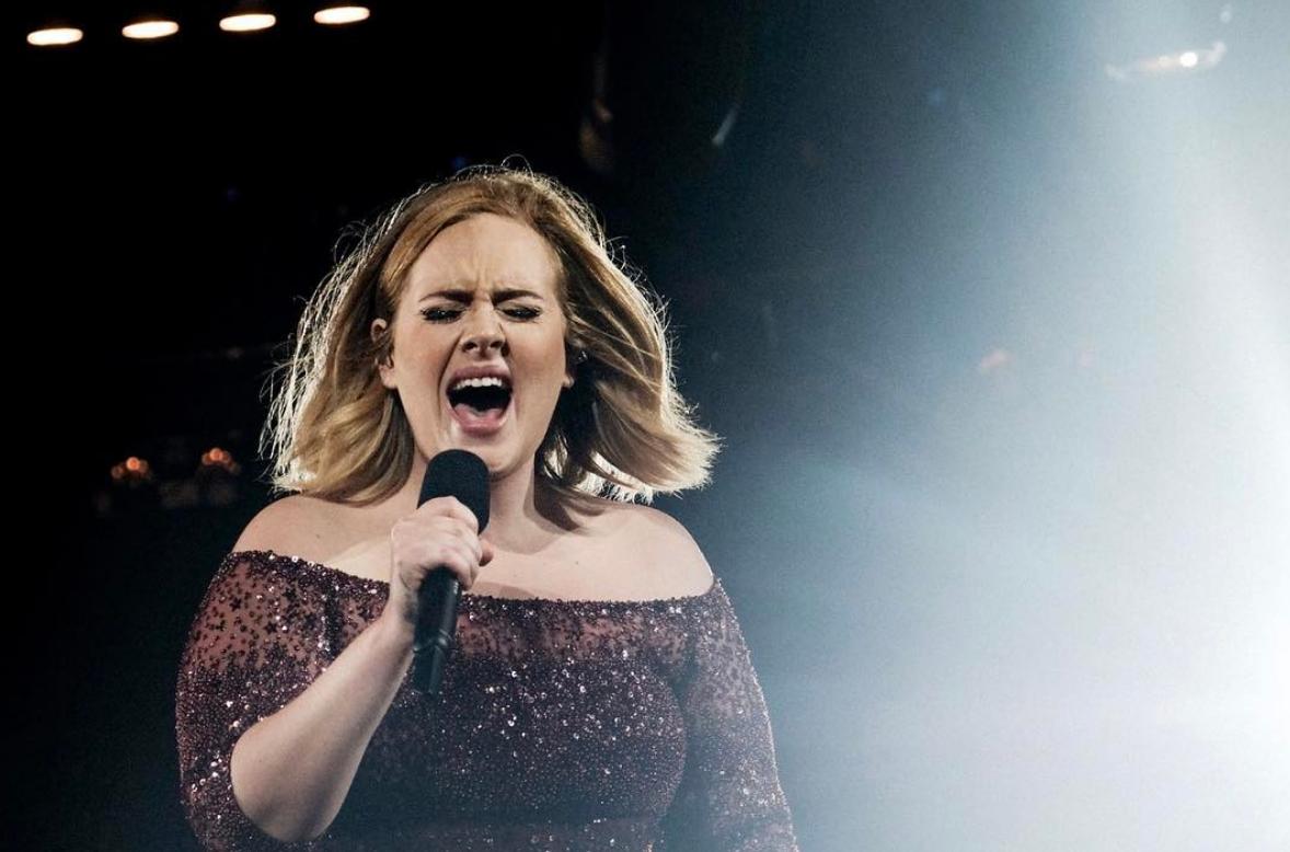 Adele steunt slachtoffers brand Londen op unieke wijze